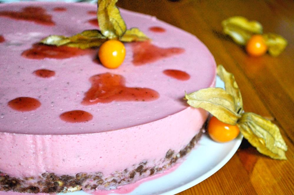 Fruchtiger Erdbeer Joghurt Kuchen Mit Schokoladenem Keks Boden
